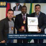 ENTREGA AO VICE CONSUL DE ANGOLA DOMINGOS CAMILO BUANGA / DIRETORES: MARCOS NASCIMENTO E BRUNO LEE
